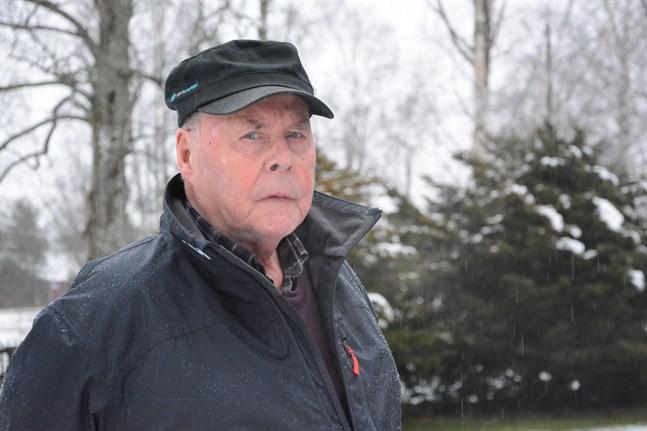 Åke Dunder lärde aldrig känna sin far, Hugo. Han stupade i vinterkriget när Åke bara var ett och ett halvt år.