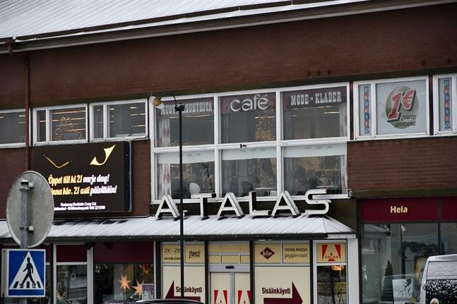 Varuhuset Talas koncentrerar försäljningen till gatuplan när verksamheten omorganiseras som en del av företagssaneringen. Även cafeterian flyttar en våning ner.