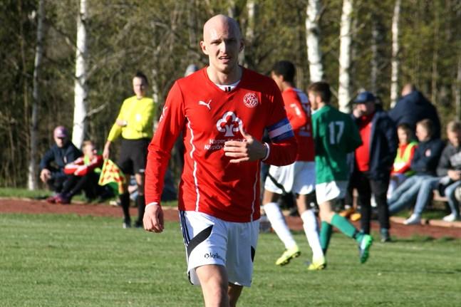 Jonas Granfors gjorde 30 mål för Kaskö IK under den gångna säsongen. Han fortsätter i laget även över nästa säsong.