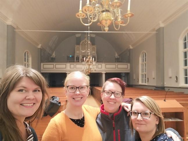 Kvartetten Nice Noise från Pörtom ger i kväll sin första egna konsert – en julkonsert i Pörtom kyrka. Från vänster Emelie Sved, Annika West, Linda Högback och Maire Niemi.
