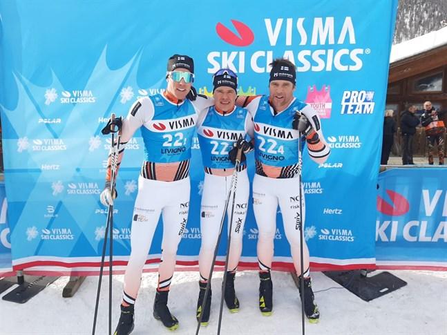 Niko Koskela, Viktor Mäenpää och Hans Mäenpää kan vara rätt så nöjda med årets första lopp i Visma Ski Classic.