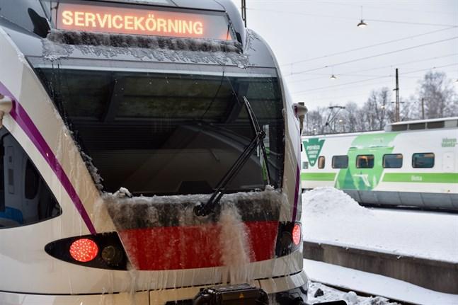 En personolycka orsakade omfattande störningar i tågtrafiken på lördagen.