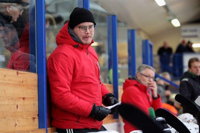 Björn Lindgren och hans IFK Lepplax får ta nya tag mot Centers nästa helg efter förlusten mot APV.