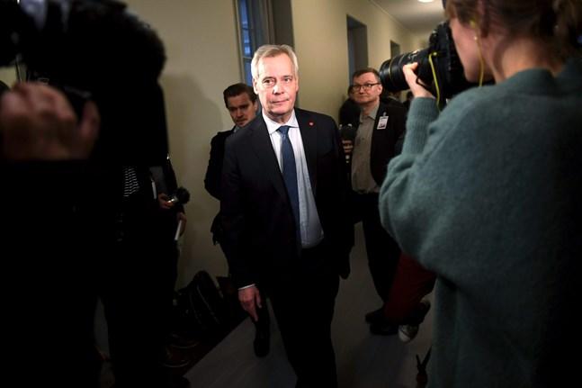 Dammet har inte lagt sig efter postkrisen. På söndagen kommer Antti Rinne (SDP) att träffa de fyra andra partiledarna i regeringen.