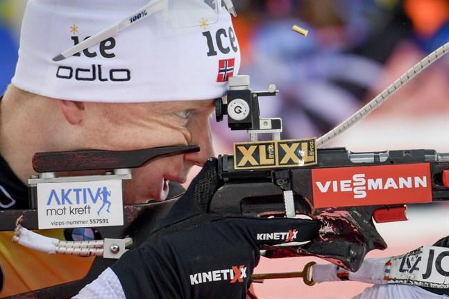 Norges Johannes Thingnes Bø under söndagens män 10 km sprint i världscupen i skidskytte i Östersund.