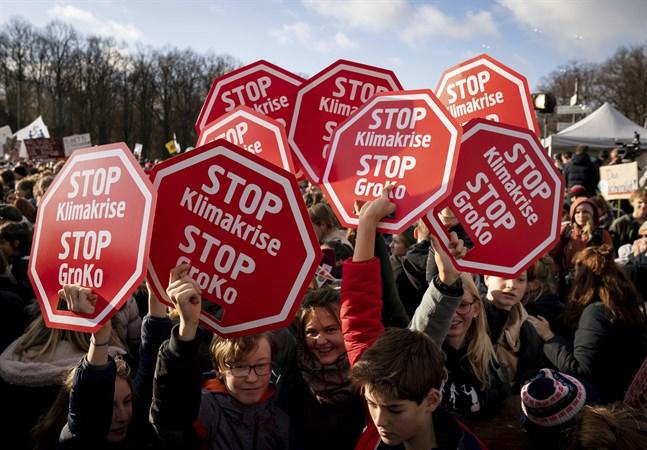 Unga människor kräver att regeringar runt om i världen ska agera mot klimatförändringarna. Arkivbild.
