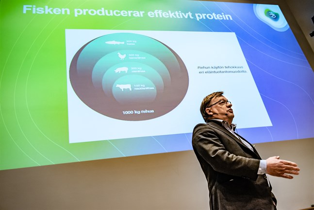 Kari Ranta-aho, fiskerichef vid Egentliga Finlands NTM-central på seminarium om fiskodling.