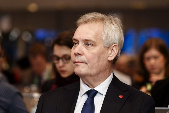 Antti Rinne har inte längre Centerns förtroende.