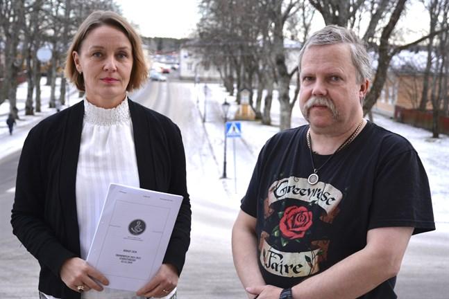 Stadsdirektör Mila Segervall och ekonomidirektör Rikard Haldin är nöjda med budgetförslaget som visar ett litet plus. Kristinestads stadsfullmäktige behandlar budgeten den 16 december.