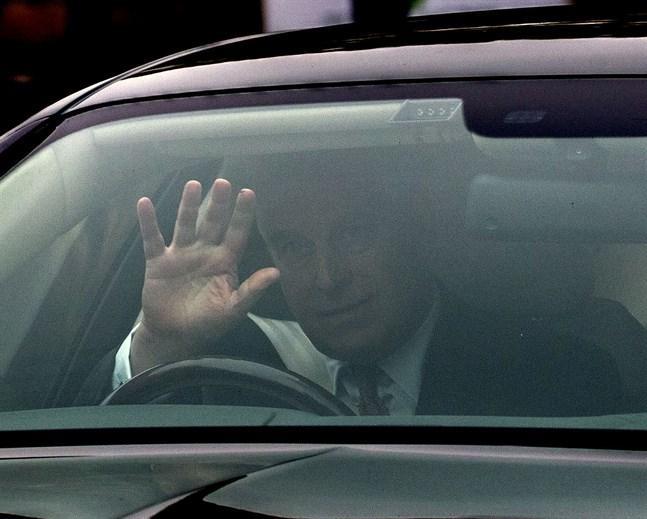 Prins Andrew lämnar sitt hem i Windsor i en bild från den 21 november.