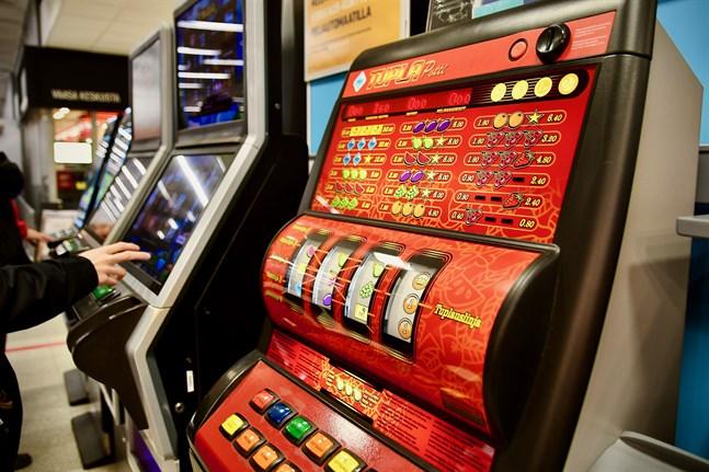 I januari börjar bolaget avlägsna en del av spelautomaterna runtom i Finland, rapporterar Veikkaus.