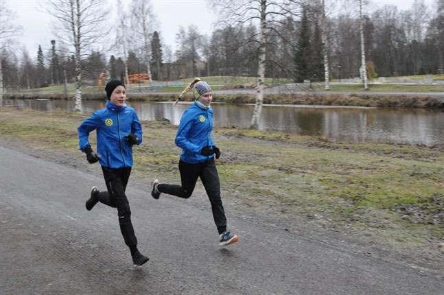 Gamlakarleby IF:s Kaisla Keiski och Jimi Rousu har för avsikt att delta i nyårsloppet.