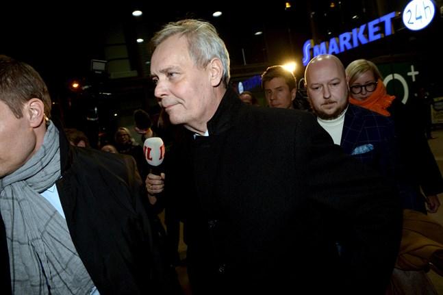 SDP:s partiordförande, statsminister Antti Rinne, efter mötet på måndagskvällen.