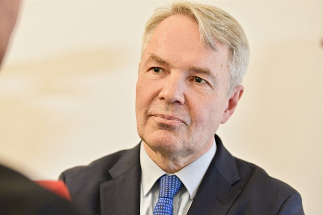 Utrikesminister Pekka Haavisto hördes på tisdag gällande sitt agerande kring flyktinglägret al-Hol i Syrien.