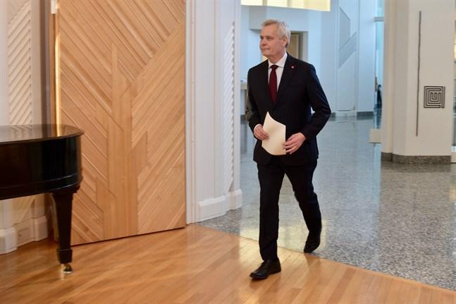 Antti Rinne lämnar in sin avskedsansökan som statsminister till republikens president Sauli Niinistö.