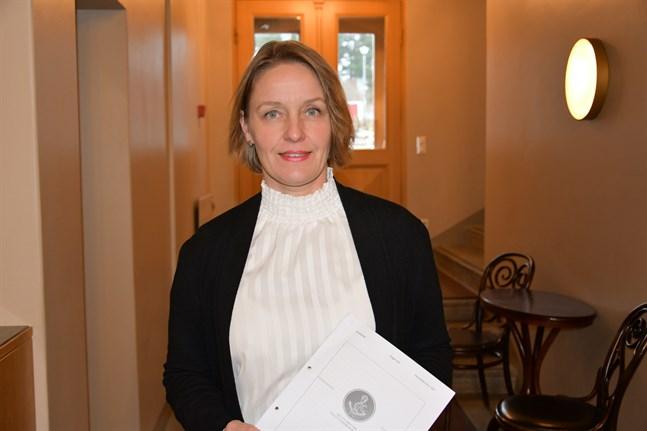 Mila Segervall är stadsdirektör i Kristinestad. Hon bemöter i ett pressmeddelande den anmälan som nu lämnats in till polis.