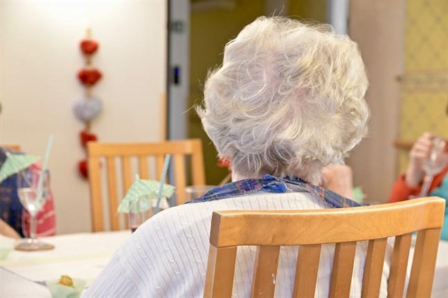 Folkpensionen och garantipensionen höjs för cirka 609000 pensionärer från och med nästa år.