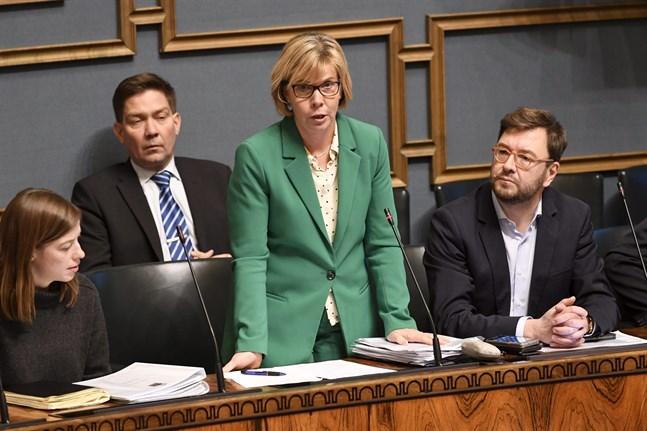 Justitieminister Anna-Maja Henriksson (SFP) säger att Svenska folkpartiet stöder den tidigare regeringssammansättningen och är berett att fortsätta jobba med det befintliga regeringsprogrammet.