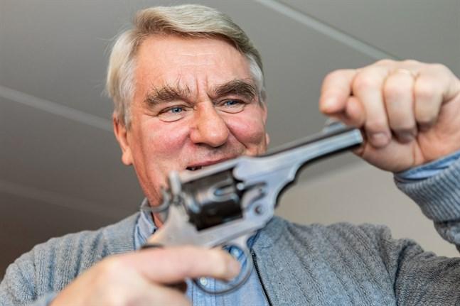 I Harald Finnes samling ingår i princip det finländska försvarets alla handeldvapen från åren 1905–1944. Den här revolvern var hans allra första vapen.