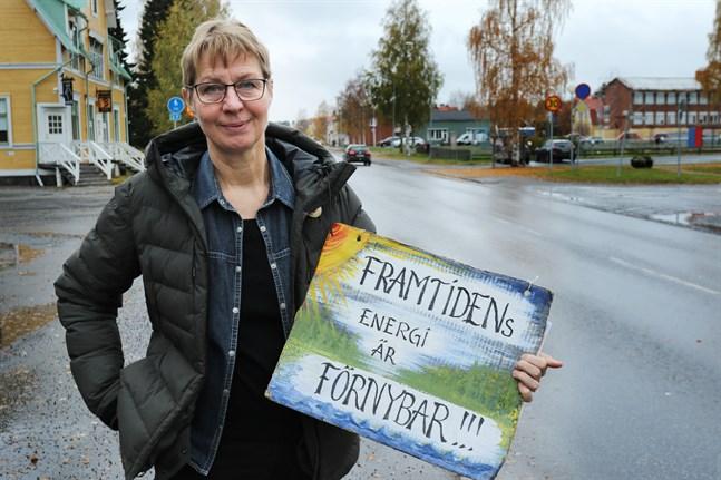 Kampen mot ett kärnkraftverk vid Bottenviken fortsätter intensivt. – Det vore mot all forskning och alla trender om det byggs, säger Elisabeth Holmström i Robertsfors.