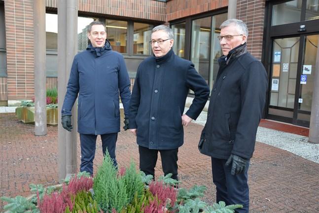 Björn Häggblom, Hans-Erik Lindqvist och Olav Sjögård är medvetna om att investeringssummorna är ganska höga i Närpes. Samtidigt ser de investeringarna som en satsning på barn, unga och framtiden.