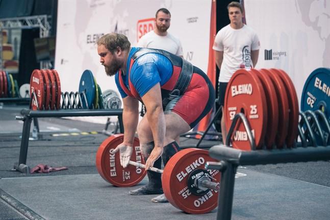 Robert Gleisner tangerade sitt personliga rekord på 315 kilo i marklyft under Europamästerskapen i Kaunas i söndags. Han gjorde även ett misslyckat försök med 320 kg på stången.