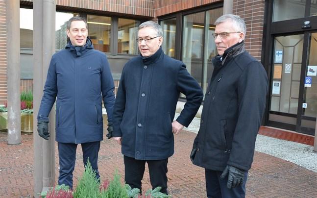 I december 2019 (bilden) presenterades stadsdirektör Hans-Erik Lindqvists sitt sista budgetförslag. Nu söker staden ny stadsdirektör. Styrelsens ordförande Olav Sjögård (till höger) ingår i rekryteringsgruppen. Just nu är Björn Häggblom tf stadsdirektör.