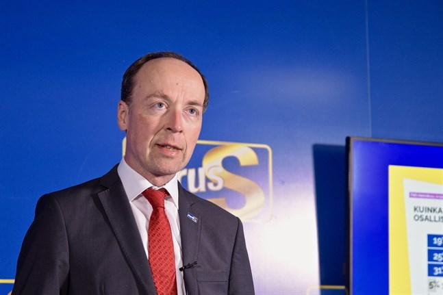Sannfinländarnas ordförande Jussi Halla-aho säger att tre stora frågor fortfarande är öppna efter att utrikesminister Pekka Haavistos (Gröna) förtydliganden. Arkivbild.