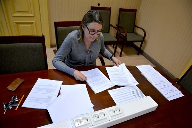Kaskö har ingen ekonomidirektör och stadsdirektören är tillfälligt frånvarande. Förvaltningsdirektör Margit Kaseva fick denna vecka axla samtliga roller.