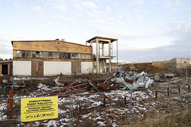 Nästa vecka får man börja riva KE Nymans gamla elementfabrik.