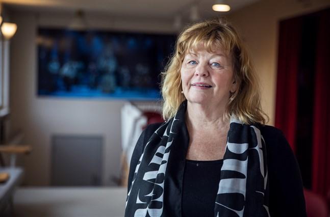 """Inger Nilsson i nyrenoverade Wasa Teater. """"Mycket är förändrat, men en del känner jag igen"""" säger hon."""