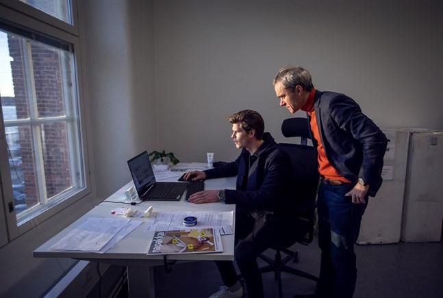 Geyser batteries har inga produktionsanläggningar i Vasa ännu. Kontoret där Alexander Strömberg och Andrey Shigaev jobbar finns på Fabriikki vid Vasa universitets campus.