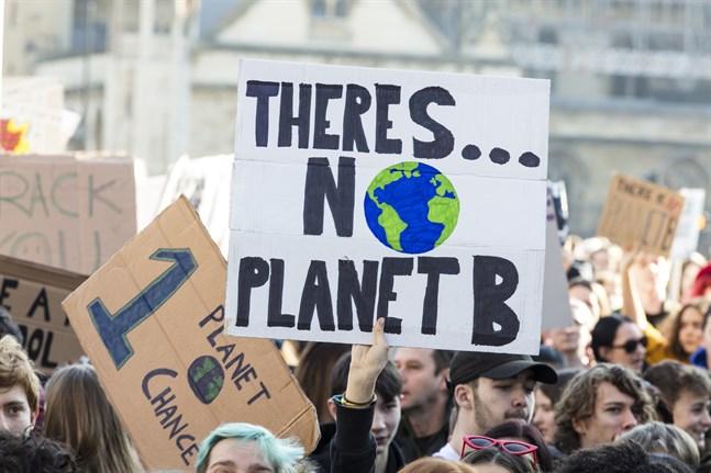 """Peter Edén anser att vi inte kan lita på att våra demokratiskt valda politiker är beredda att göra nödvändiga beslut för att lindra """"apokalypsens""""omfattning. Bilden är tagen under en klimatmanifestation i London."""