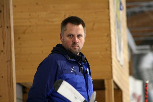 Krafts tränare Anders Snickars och hans mannar hade en bedrövlig start på matchen mot APV.