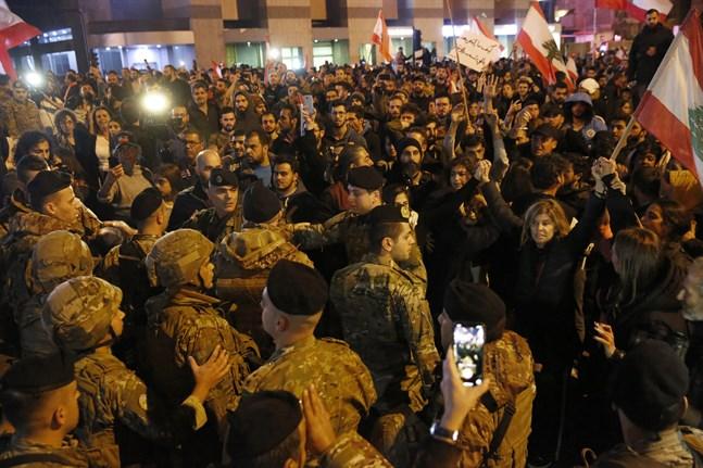 Regeringskritiska protester tvingade premiärminister Saad al-Hariri att avgå i oktober. Nu föreslås han, efter många turer, att åter bli premiärminister. Men demonstranterna fortsätter att protestera mot maktstrukturen i Libanon.