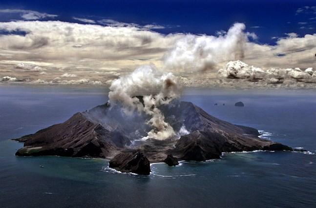 Vulkanön fotograferad för drygt en vecka sedan.