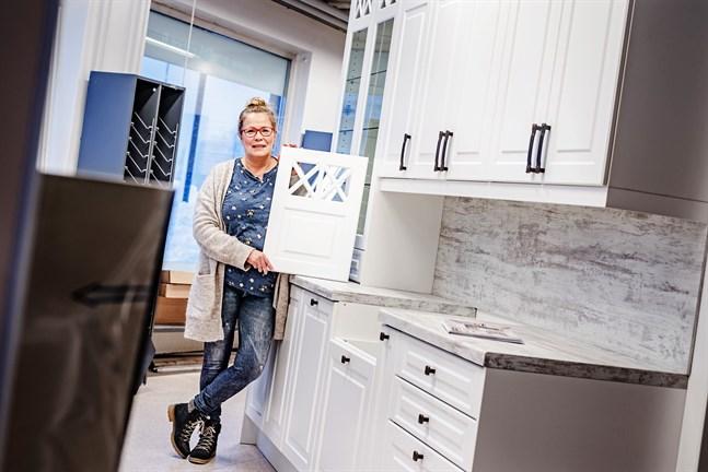 Päivi Friberg är tillbaka i köksvärlden. Nu säljer hon Amelia-kök.