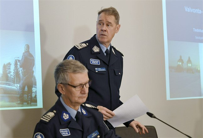 Arto Karnaranta, biträdande polischef i Uleåborg, och Seppo Kolehmainen, polisöverdirektör, presenterade de utmaningar som polisen står inför.