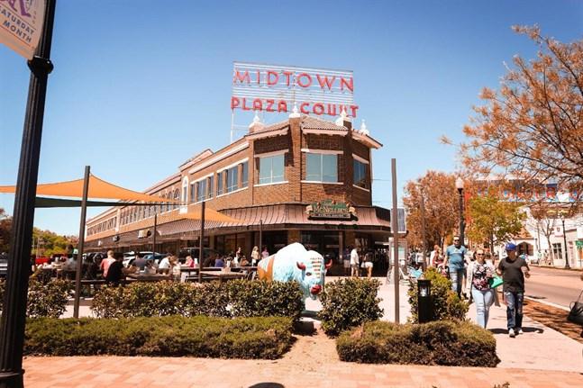 Midtown i Oklahoma City erbjuder en blandning av lokala restauranger, pubar, unika butiker och historiska byggnader.