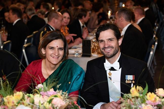 Ekonomipristagaren Esther Duflo har fått prins Carl Philip som kavaljer på banketten.