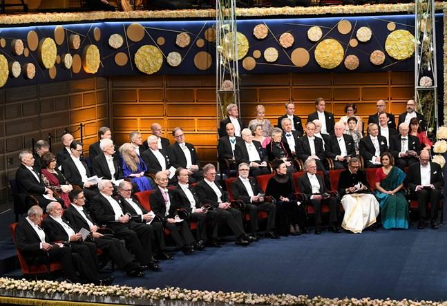 Nobelpristagarna samlade i konserthuset i Stockholm, där de fick ta emot sina diplom.