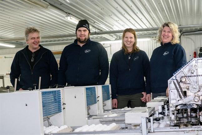 Ett generationsskifte är på gång i familjeföretaget Eggpac. Glenn och Ulrika Snåres barn Dennis Snåre och Cecilia Cederberg är numera delägare i företaget.