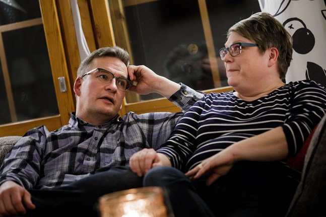 Andreas och Ann-Caroline Björkholm är glada och tacksamma för den hjälp de får. De har gjort en omstart i livet och lärt sig prata med varandra också om allvarliga saker.