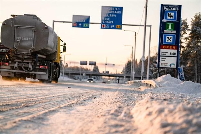 Enbart vägprojekten på riksåttan i Jakobstadsregionen skulle sluka närmare 16 miljoner euro.