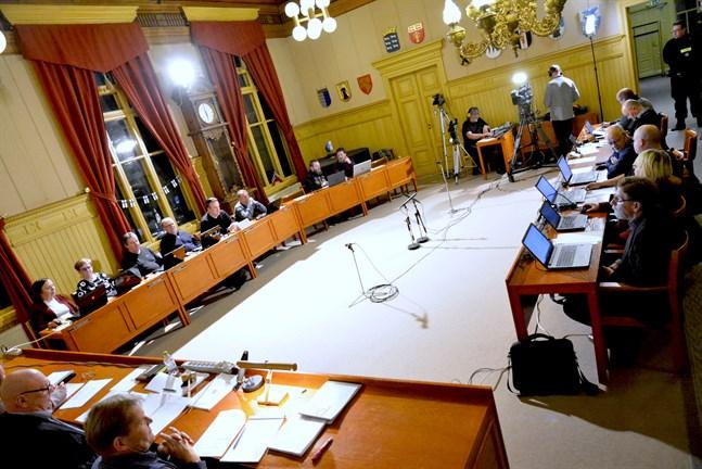 Stadsfullmäktige i Kaskö kommer snart att avgöra om pågående samarbetsförhandlingar ska avbrytas tills vidare.