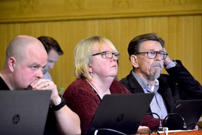 SFP-gruppen kan diskutera en eventuell följd av tisdagens fusionsbeslut på måndag, här Johan Bärnlund, Solveig Björklund och Carl-Gustav Mangs.