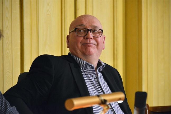 Fullmäktigeordförande Kari Häggblom har bestämt sig och ställer upp kommunalvalet.
