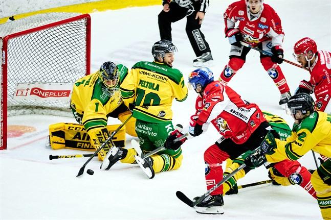 Ilves målvakt Lukas Dostal stod för 32 räddningar på Kopparön.