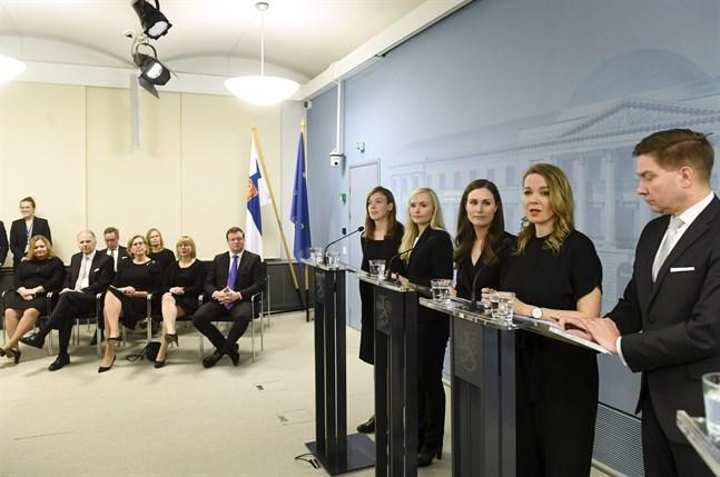 Vid podiet representerades regeringen av Li Andersson, Maria Ohisalo, Sanna Marin, Katri Kulmuni och Thomas Blomqvist som ersatte Anna-Maja Henriksson.