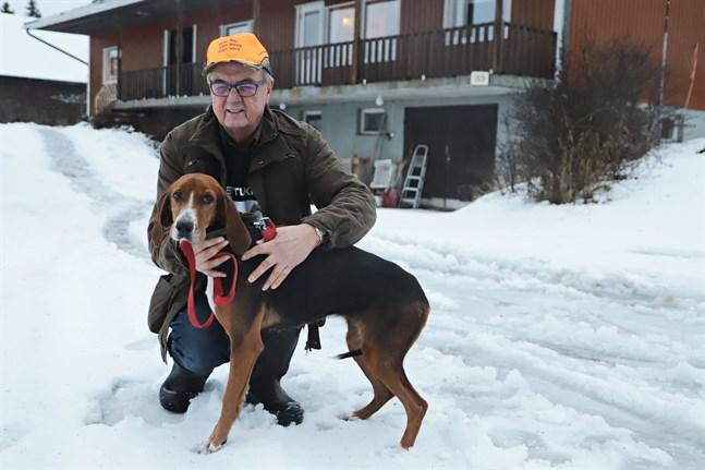 Ingmar Smeds från Petalax har varit aktiv inom grenen sedan 1970-talet. Här med hunden Assi.